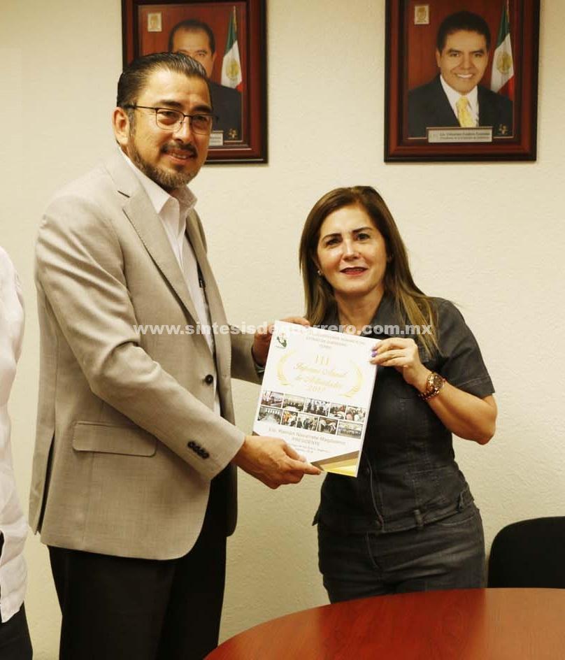 Beatriz Alarcón Adame recibió el Tercer Informe Anual de Actividades