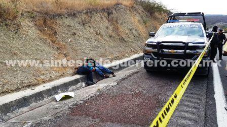 Ejecutan a dos jóvenes en la Autopista del Sol