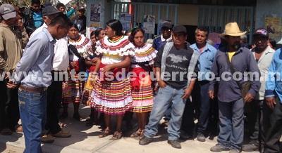 Si la SEG no envía nuevos maestros, bloquearán carreteras; sentencian vecinos de Ahuixtla