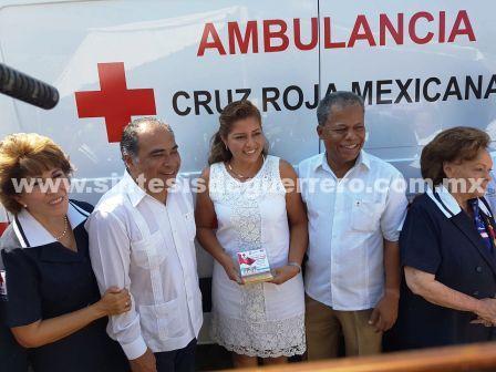 Gobernador y presidenta del DIF entregan ambulancias a San Marcos, Atoyac y Chilpancingo en el arranque de la colecta anual de la Cruz Roja