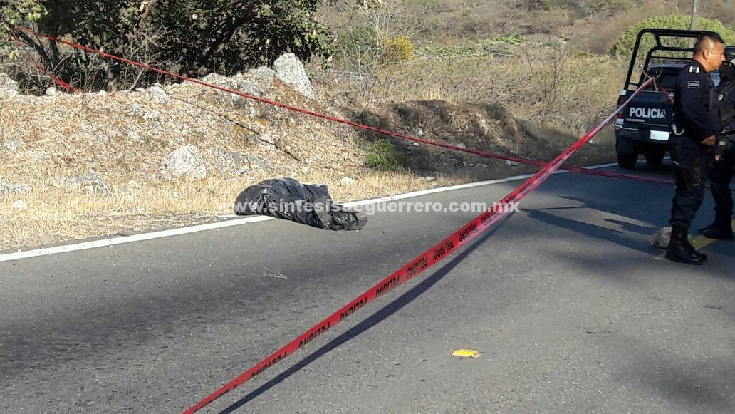 Dejan cuerpo embolsado en la carretera Tixtla-Chilapa