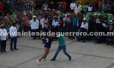 """Comunitarios """"Por la Paz y la Justicia"""" vigilan la tradicional """"Pelea de Xochimilcas"""""""