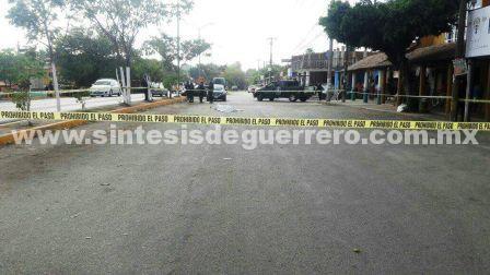 Frente a decenas de personas, asesinan a un hombre en El Coacoyul, Zihuatanejo