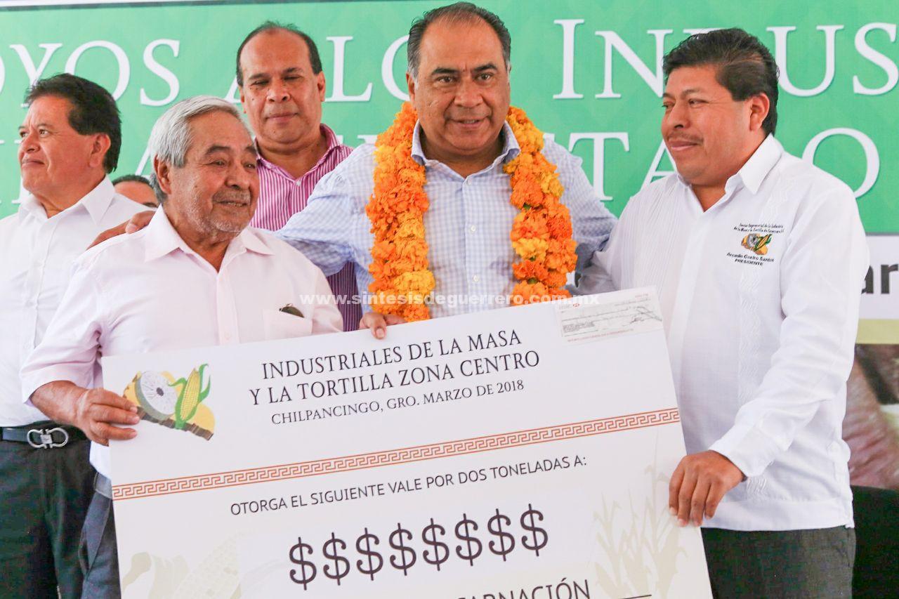 Por tercer año consecutivo, entrega el Gobernador apoyos a industriales de la masa y la tortilla para mantener precios