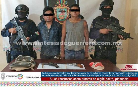 Aseguran policías en Acapulco a dos masculinos en portación de armas de fuego