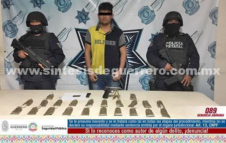 Policías Estatales Aseguran en Zihuatanejo a un masculino en posesión de vahículo, droga y arma de fuego