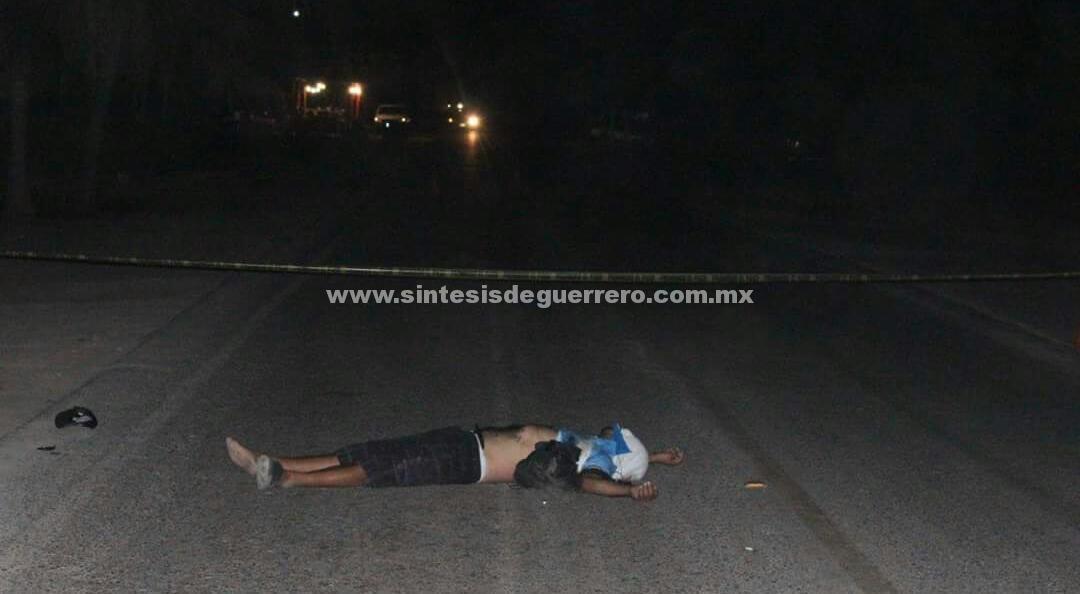 Asesinan a un hombre y dejan su cuerpo sobre la carretera Acapulco-Zihuatanejo