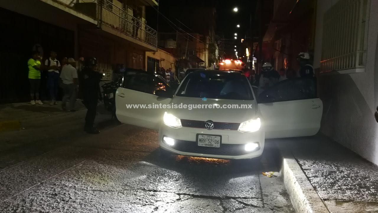 Ejecutan a un hombre a bordo de su vehículo en el Centro de Chilpancingo