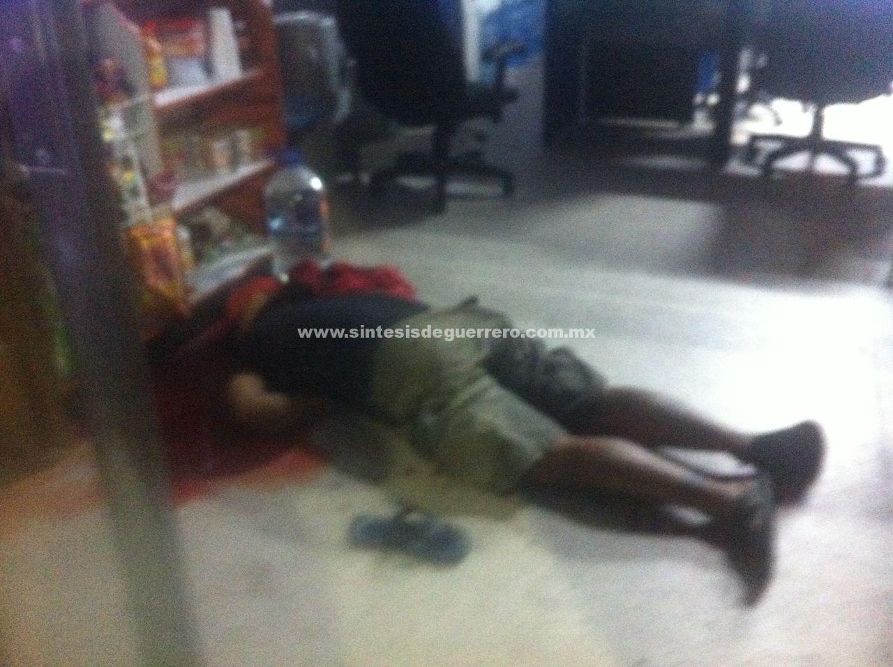 Asesinan a vendedor de discos piratas en pleno zócalo de Acapulco