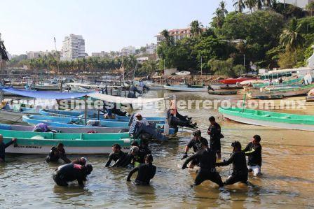 Gobierno del estado, Armada de México y sociedad civil realizan limpieza submarina y terrestre en la tradicional Playa Manzanillo