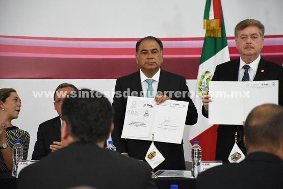 Asiste Héctor Astudillo a la firma de la declaratoria por la democracia y la legalidad para el proceso electoral 2018
