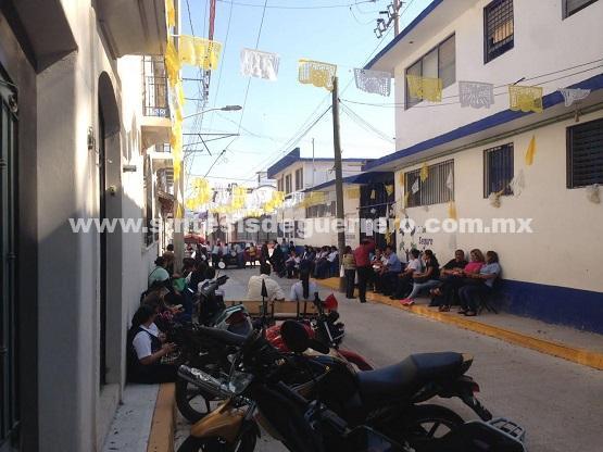 Once centros de salud sin médicos en Chilapa