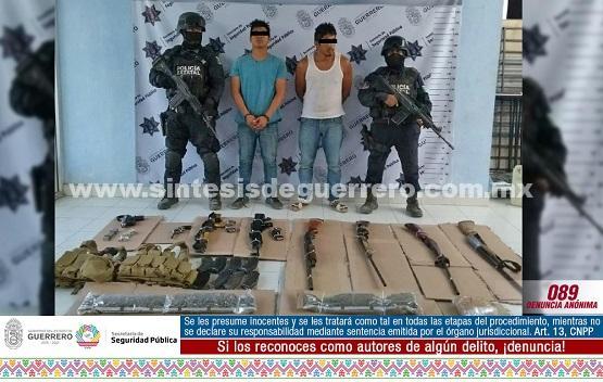 Asegura policía Estatal en Zirándaro a dos masculinos con armamento