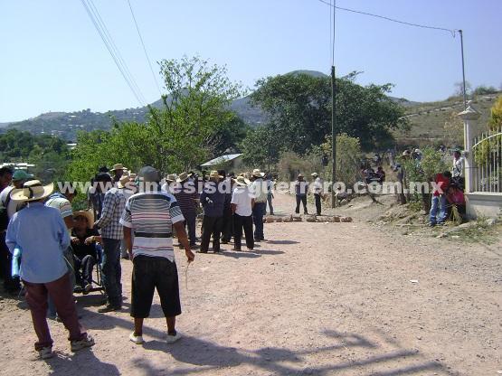 Atacan a pobladores en el manantial de Zoltotitlán; matan a un ex comisario y a su hijo