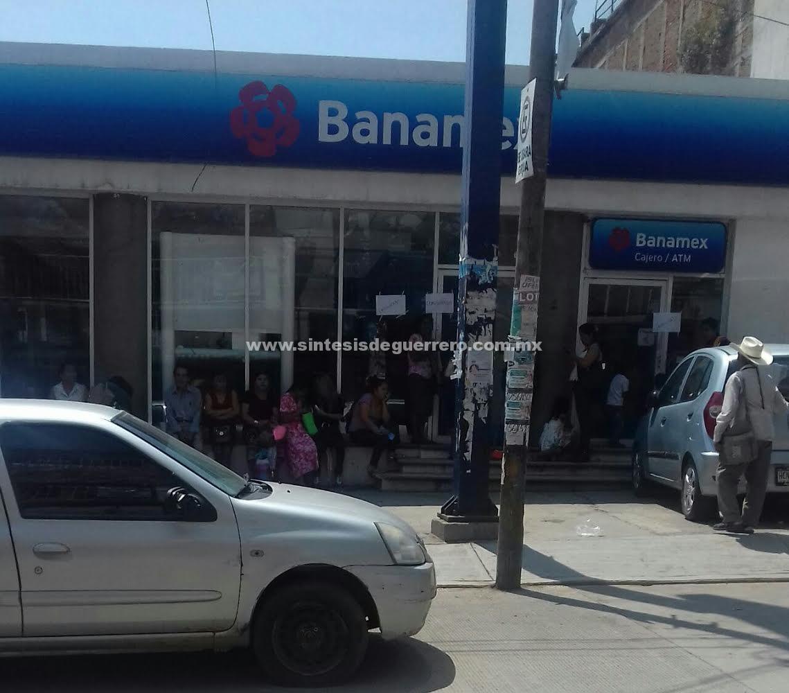 Cierra Ceteg por segunda vez supermercados y bancos en Tlapa; El gobierno no les ha cumplido, señalan