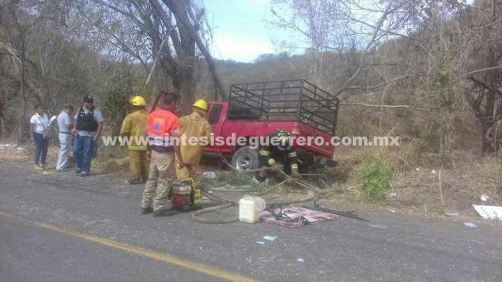 Dos muertos deja choque en la carretera Ayutla-Cruz Grande