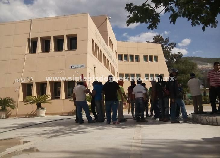 """Defraudados por productos """"Amor"""" protestan en Fiscalía del Estado, acusan inacción de la dependencia"""