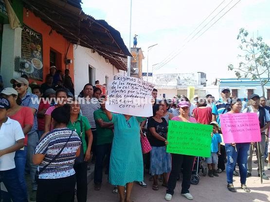 Solicitan habitantes de Ayutla respeto sus asambleas de elección de representantes