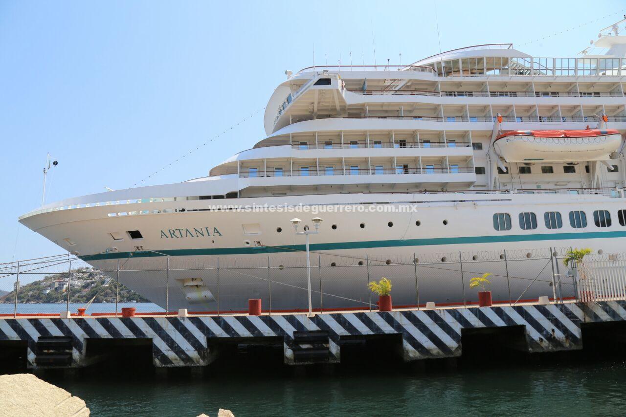 """Continúa la gran temporada de cruceros, arribó el barco Alemán """"Artania"""" con más de mil 400 personas"""