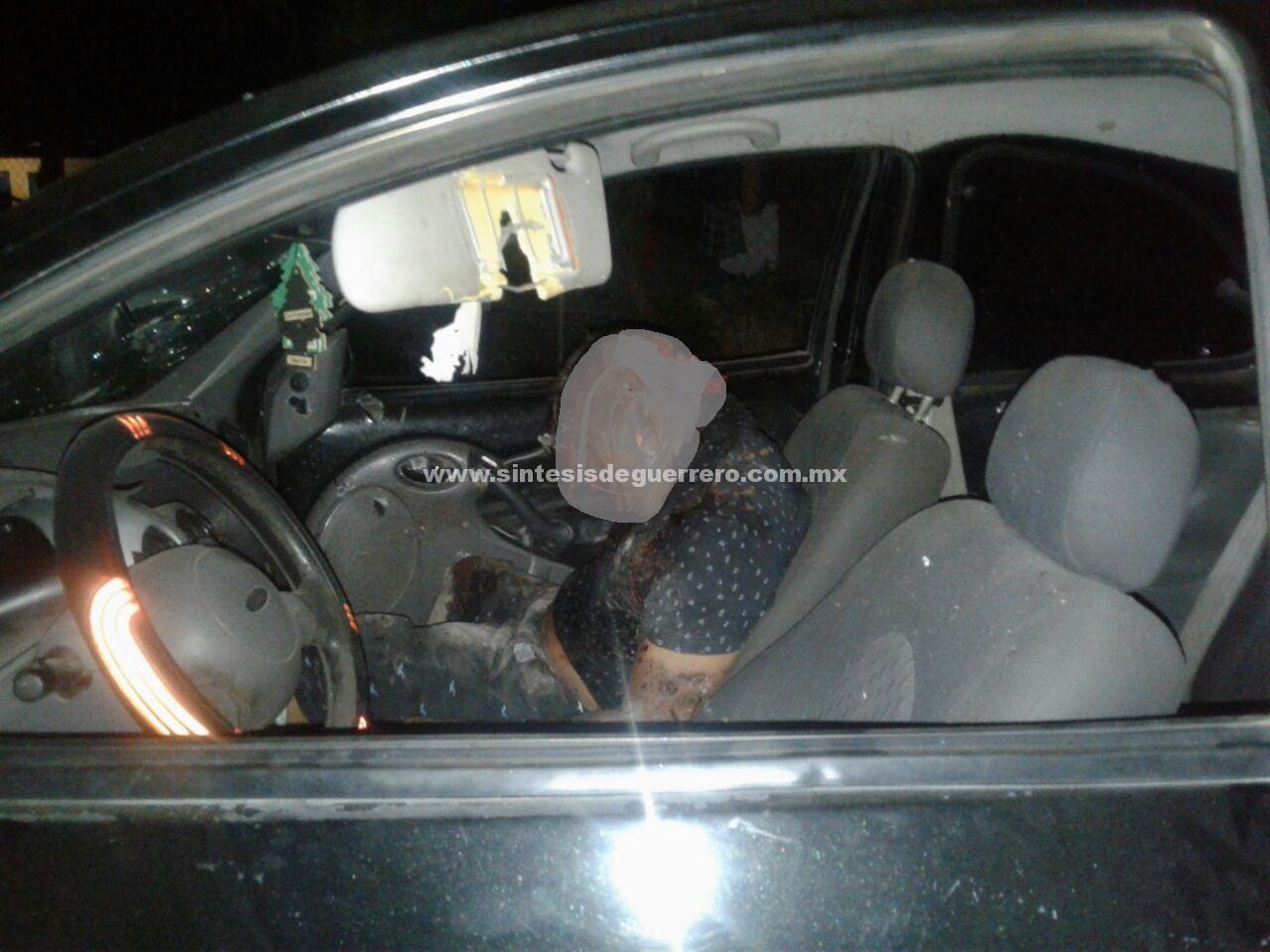 Lo ejecutan a bordo de su vehículo, en Petacalco, La Unión