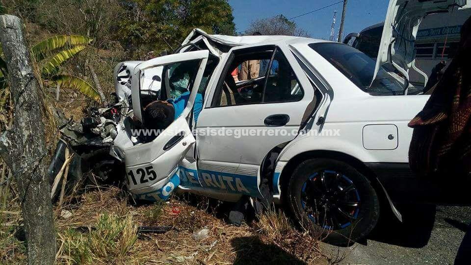 Un muerto y cuatro personas lesionadas en accidente automovilístico, en Tecoanapa