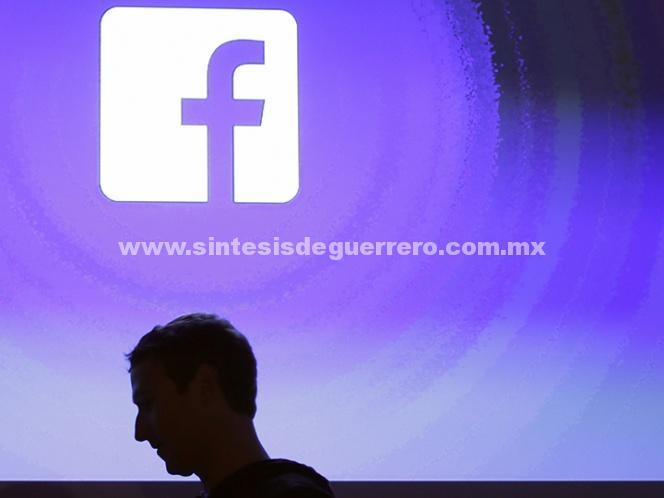 Zuckerberg admite errores en manejo de datos de usuarios