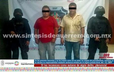 Policías Estatales aseguraron en la sierra de Tecpan de Galeana a dos masculinos