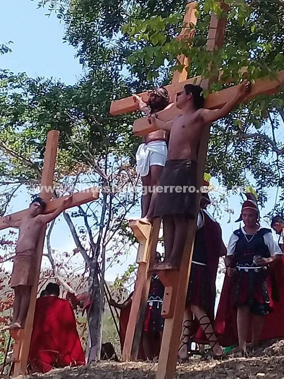 Se lleva a cabo la representación de la pasión y muerte de Jesucristo en Ayutla