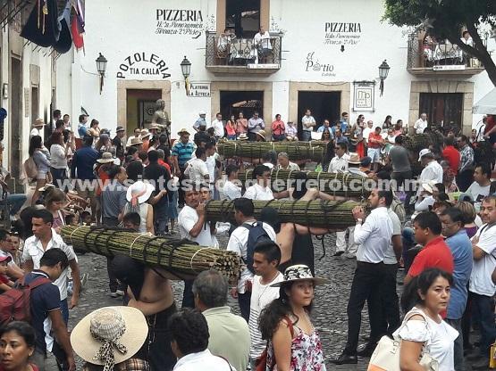 (Video) 'Pasión de Cristo' llena de turistas nacionales y extranjeros las calles coloniales de Taxco de Alarcón