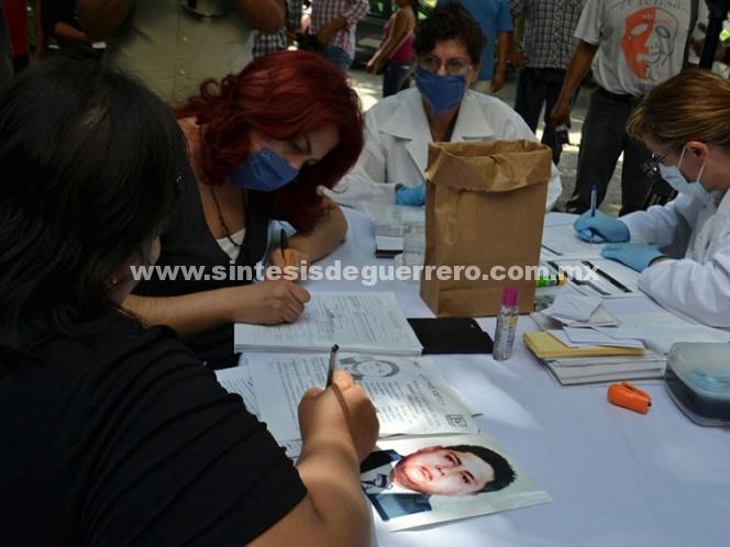 Toman muestra de ADN a familiares de desaparecidos en 11 ciudades