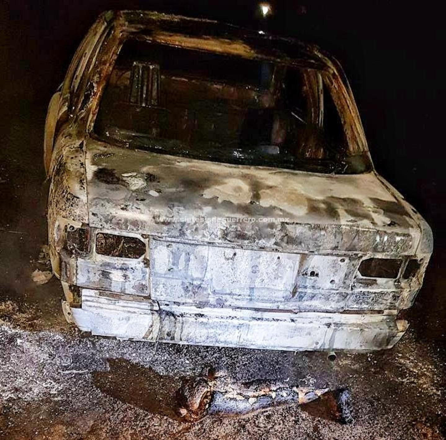 En Chilapa dejan tres desmembrados en un taxi calcinado