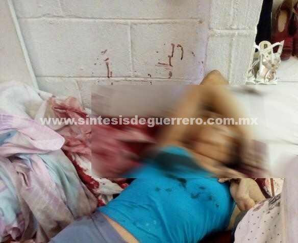 Con arma blanca, asesinan a una mujer al interior de su departamento en Acapulco