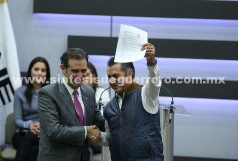 'El Bronco' solicita ante el INE registro como candidato