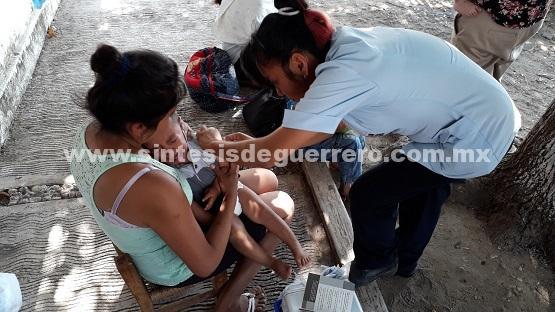 Sueña con ser militar, niña desplazada por la violencia en Guerrero