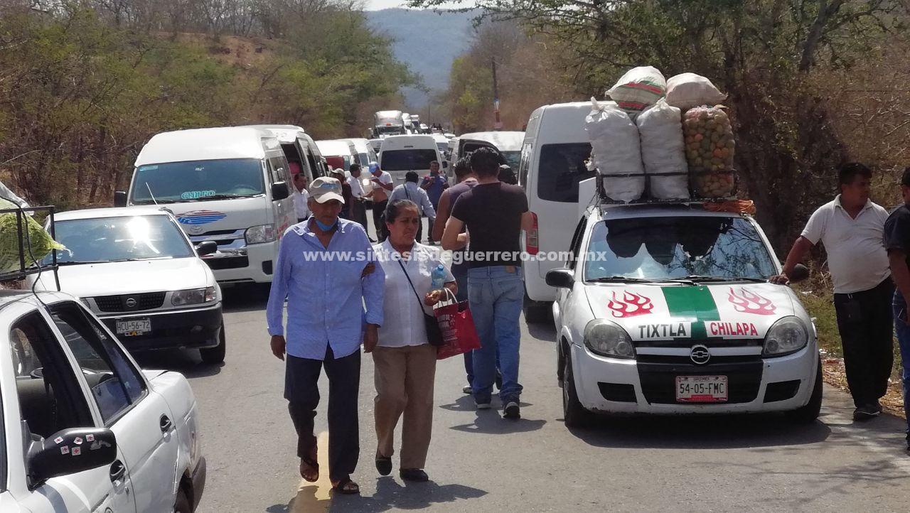 Bloquean carretera Chilpancingo-Chilapa por segundo día consecutivo, en exigencia de maestros