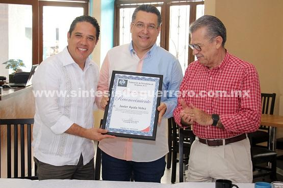 Participa Evodio en reconocimiento al periodista Javier Ayala