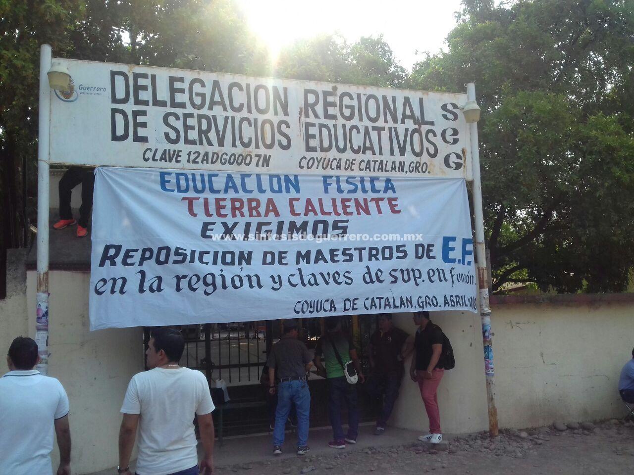Protestan maestros de Educación Física en Tierra Caliente