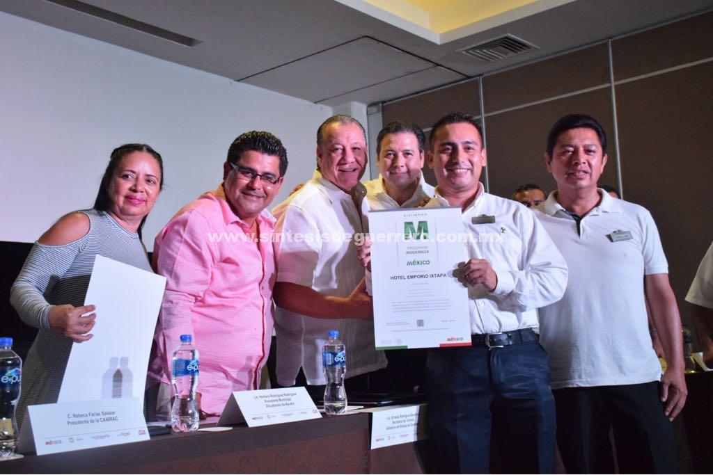 Revisa Rodríguez Escalona con el sector turístico de Ixtapa-Zihuatanejo promociones y nuevos vuelos