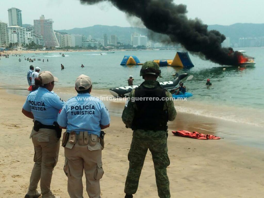 Sofocan bomberos incendio de una embarcación