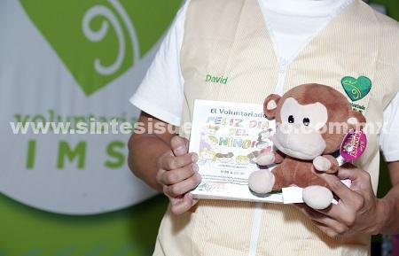 Invita a voluntariado IMSS a donar juguetes para niños en hospitales