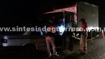 Muere taxista al chocar contra un camión en la carretera Acapulco-Pinotepa