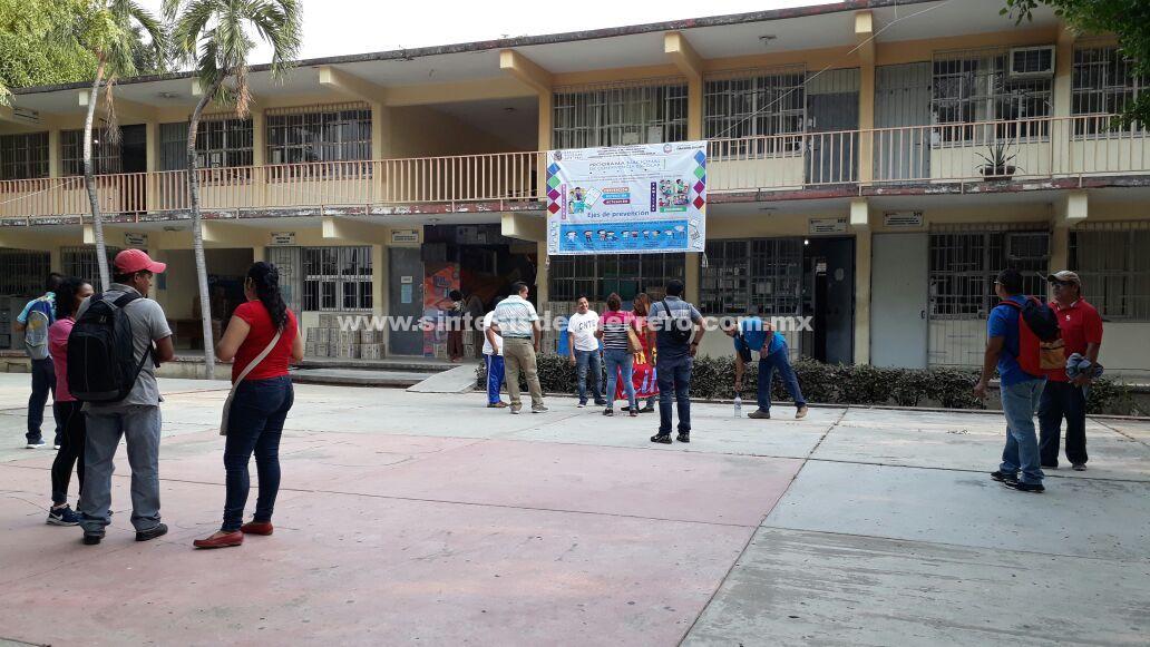 Cierran oficinas de la SEG en Tecpan