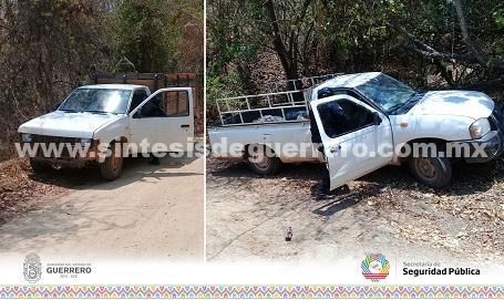 Aseguran Policías Estatales en la Sierra de Guerrero una camioneta abandonada y recuperan otra con reporte de robo