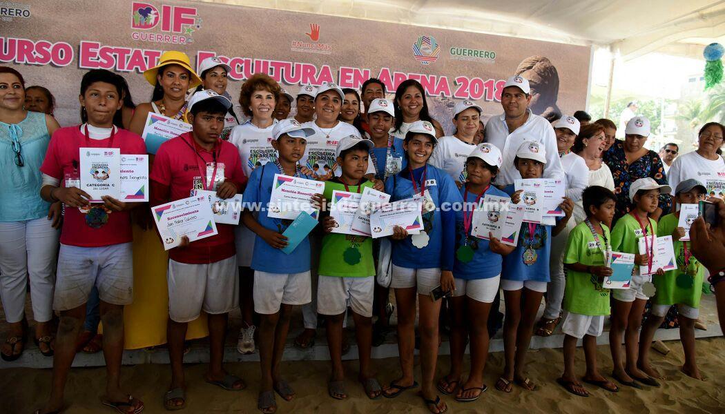 Mercedes Calvo preside concurso Estatal de Escultura de Arena