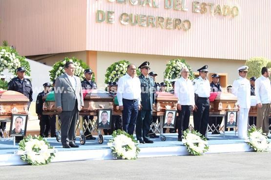 Preside Astudillo homenaje de cuerpo presente a policías caídos en cumplimiento de su deber