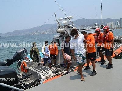 Semar rescata a tres náufragos en Acapulco