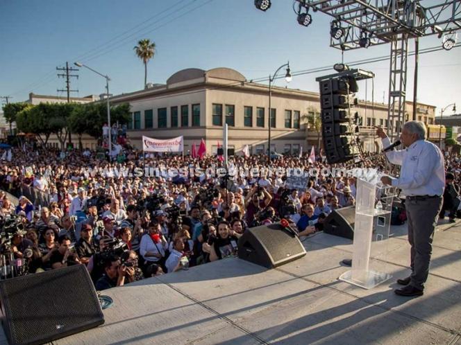 AMLO denuncia a 'carteristas' de credenciales del INE en eventos