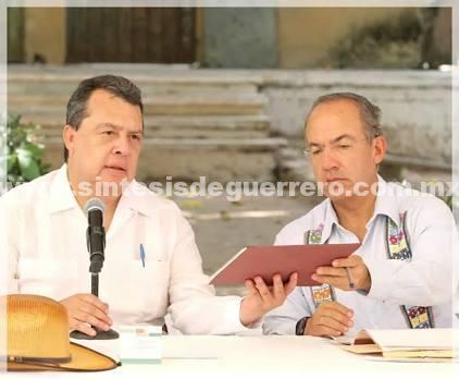 Felipe Calderón y Ángel Aguirre se acusan por matanzas y desaparición de normalistas