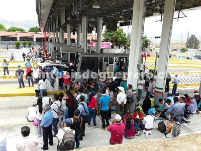 Durante paro de 72 horas; CETEG bloquea avenidas, cierra oficinas y toma casetas de la Autopista