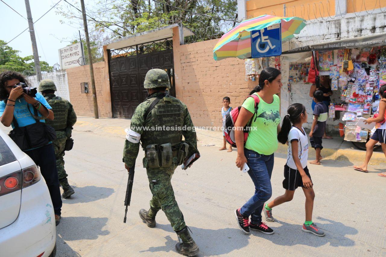 Irrumpen hombres armados en escuela de Acapulco y privan de la libertad a una mujer